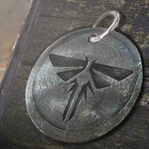Image of the Firefly Pendants you can collect in the game.
